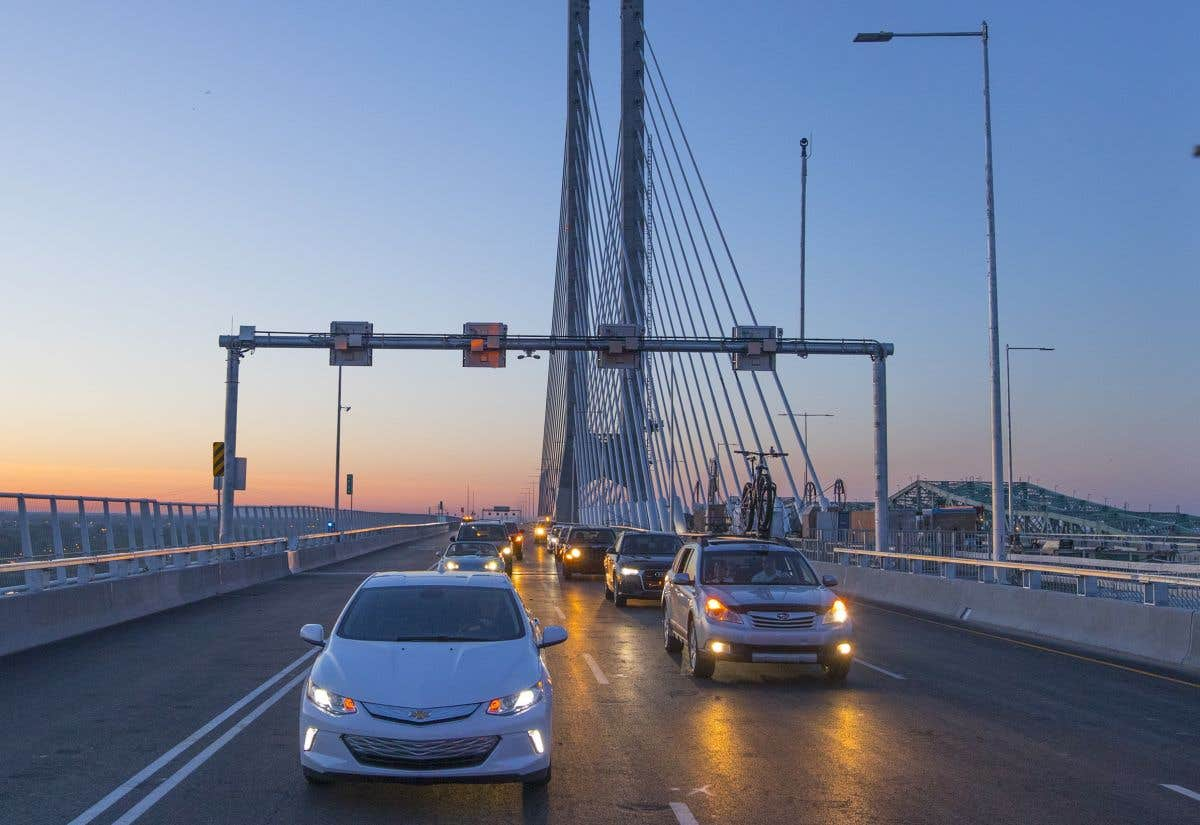 Sous les projecteurs: le pont Samuel-De Champlain