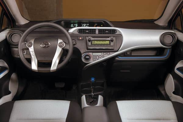 Le devoir for Interieur yaris 2015