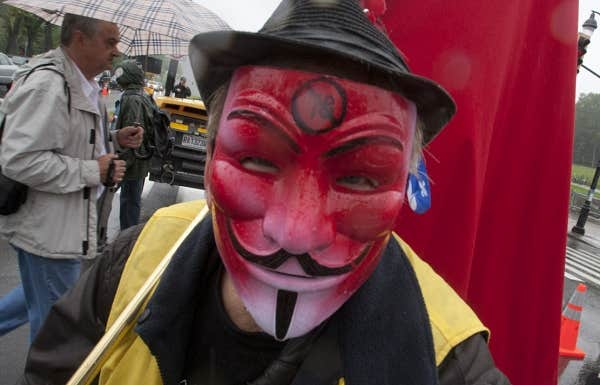 Quelques masques pour braver la loi 78 aujourd'hui à la manifestation organisée par la CLASSE.