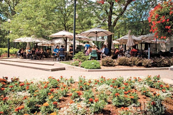 Le devoir - Terrasse jardin botanique montreal poitiers ...