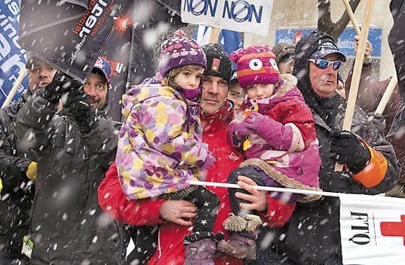 Manifestation contre la réforme du système d'assurance-emploi, à Montréal samedi.