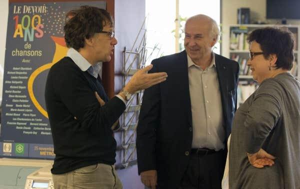 Le scénariste, chroniqueur et réalisateur Carl Leblanc s'entretient avec le directeur du Devoir, Bernard Descôteaux, et la rédactrice en chef Josée Boileau.