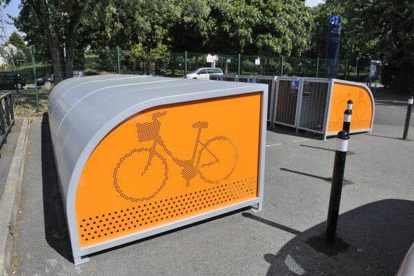 La Ville a créé plus de 2000 places de stationnement à vélo abritées et sécurisées, principalement près des gares de train.