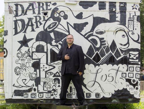 L'artiste Steve Giasson est depuis l'été en haut de l'affiche du centre Dare-Dare avec sa série de «Performances invisibles».