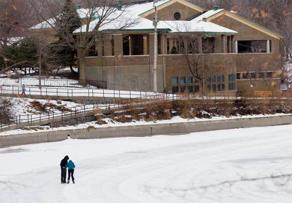 Selon un sondage,les Montréalais aimeraient que la patinoire soit réfrigérée, comme celle du Mont-Royal.