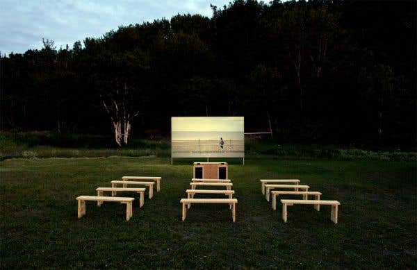 Vue de l'installation pour la diffusion des œuvres vidéos de Isabelle Hayeur et Emmanuelle Léonard