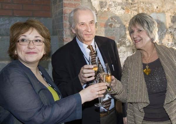 La rédactrice en chef Josée Boileau, le directeur Bernard Descôteaux et la journaliste Denise Bombardier