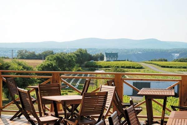 Le devoir - La terrasse du jardin neuilly orleans ...