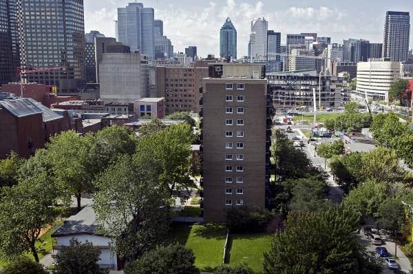Les Habitations Jeanne-Mance, au cœur du centre-ville de Montréal.
