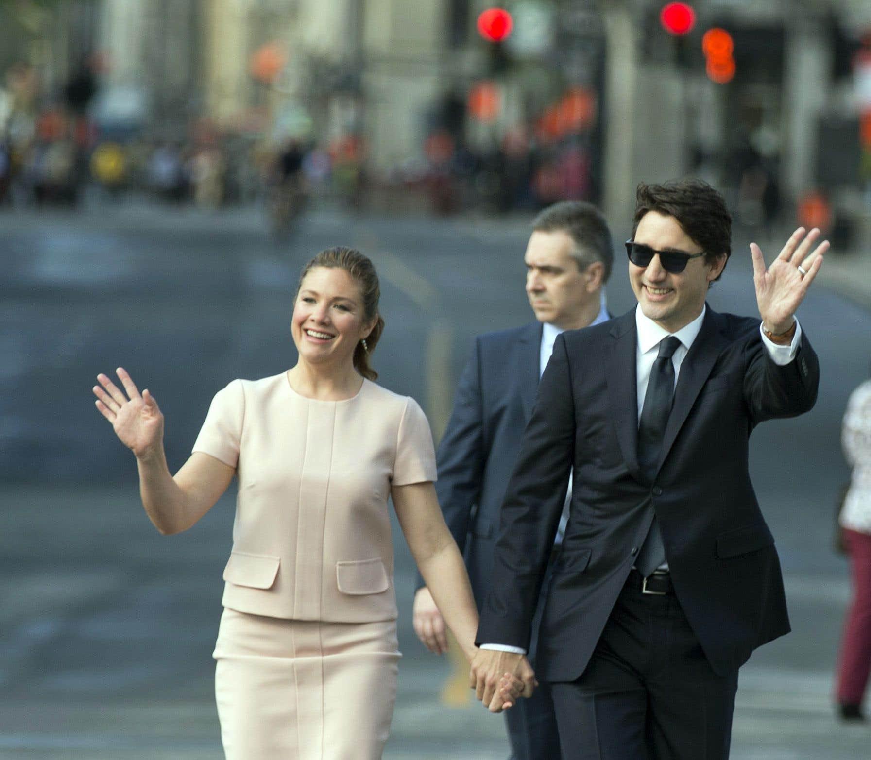 Le premier ministre Justin Trudeau et son épouse, Sophie Grégoire, ont lancé des «Bonne fête» aux Montréalais venus assister aux festivités mercredi.