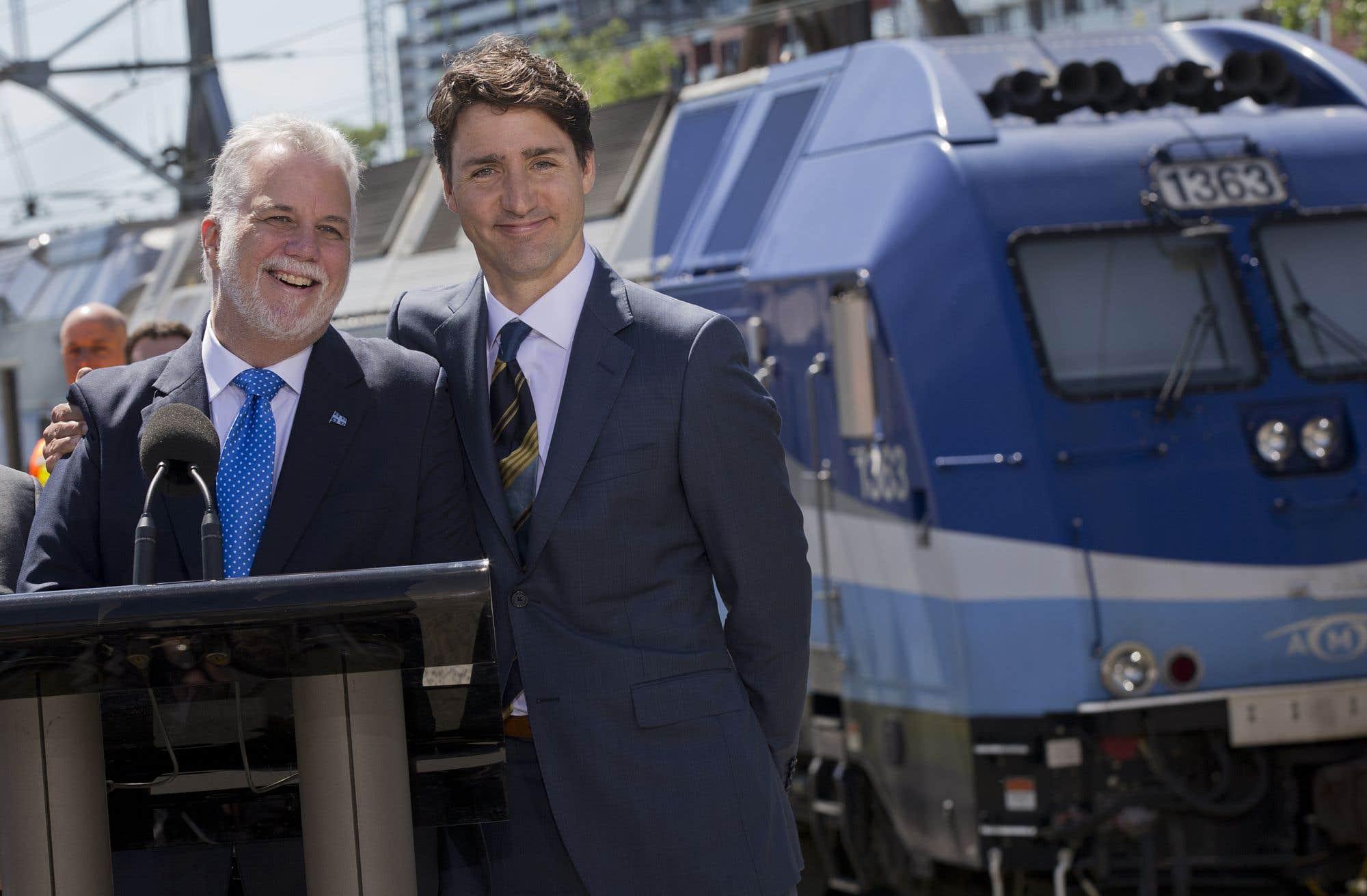 Justin Trudeau a annoncé que le gouvernement fédéral investira 1,28 milliard dans le projet de train de la région de Montréal piloté par la Caisse de dépôt et placement du Québec. Il a aussi annoncé que son gouvernement serait partenaire de la Caisse de dépôt et du gouvernement du Québec, qui investiront 2,67 milliards et 1,28 milliard respectivement dans le projet de REM.
