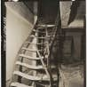 Escaliers de fer tordus par la chaleur, biblioth&egrave;que Asano, Hiroshima, 15 novembre 1945. &laquo;United States Strategic Bombing Survey, Physical Damage Division&raquo;. <br />