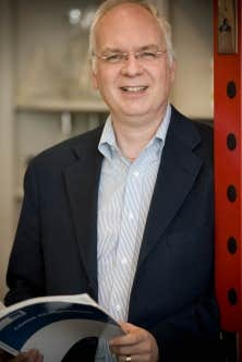 Michel Bouvier, directeur du Groupe de recherche universitaire sur le m&eacute;dicament de l&rsquo;Universit&eacute; de Montr&eacute;al et r&eacute;cipiendaire du prix Adrien-Pouliot <br />