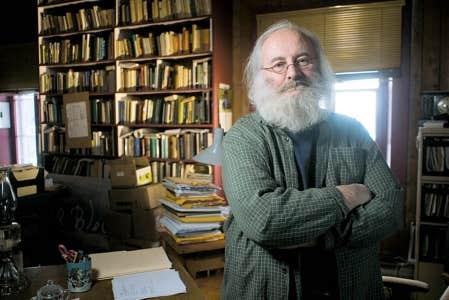 L&rsquo;&eacute;crivain Victor-L&eacute;vy Beaulieu est le laur&eacute;at du prix Gilles-Corbeil 2011. <br />