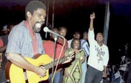 Un seul concert a suffi pour faire élire Manno Charlemagne maire de Port-au-Prince, soit le concert du 23 juin 1995.