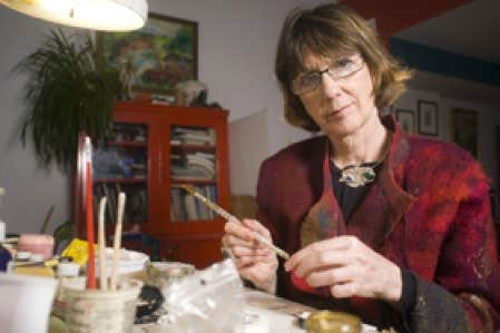 Hélène DeSerres, sculpteure, joaillière et aquarelliste, a eu l'idée de raconter l'histoire de son grand-père Omer.