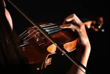 Pour expliquer son travail, le math&eacute;maticien Fr&eacute;d&eacute;ric Rochon prend l&rsquo;exemple d&rsquo;une corde de violon: on peut rendre compte de la vibration des ondes sur la corde avec une &eacute;quation. Mais les choses sont beaucoup plus compliqu&eacute;es qu&rsquo;il n&rsquo;y para&icirc;t...<br />