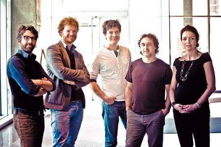 Les cinq membres de Mes A&iuml;eux. Leur dernier album , &Agrave; l&rsquo;aube du printemps se questionne sur l&rsquo;identit&eacute; &agrave; tous les niveaux.&nbsp; <br />