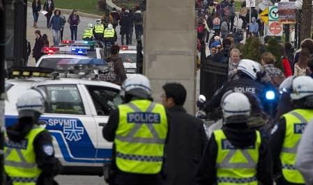Les &eacute;tudiants ont poursuivi leurs actions de contestation hier en bloquant la circulation au centre-ville de Montr&eacute;al et en for&ccedil;ant l&rsquo;intervention des policiers.<br />