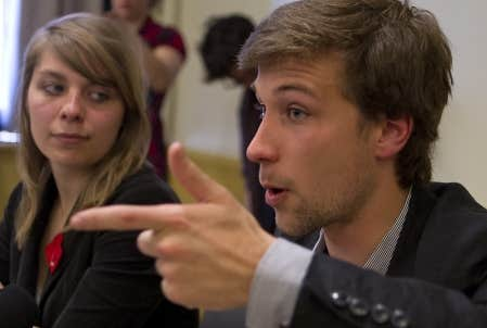 Gabriel Nadeau-Dubois et Jeanne Reynolds, de la CLASSE. La Coalition est prête à participer à la commission indépendante sur la gestion des universités, à laquelle la ministre a convoqué hier les fédérations étudiantes collégiale (FECQ) et universitaire (FEUQ).