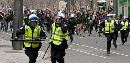 Les policiers de Montr&eacute;al ont &eacute;t&eacute; forc&eacute;s de fuire les manifestants et de r&eacute;clamer l&rsquo;assistance de la S&ucirc;ret&eacute; du Qu&eacute;bec.<br />
