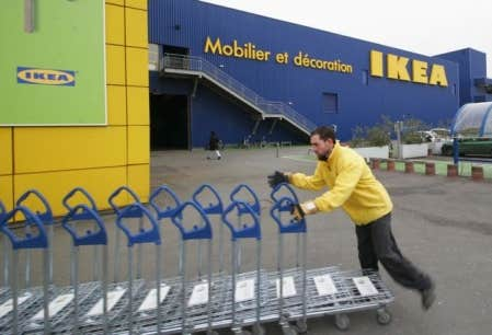 Le magasin IKEA, pour lequel le développement durable fait partie de ses valeurs d'entreprise, fait des efforts remarquables pour diminuer sa consommation d'énergie et d'eau.