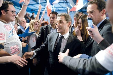 <div> Nicolas Sarkozy, &agrave; Toulouse, hier. Une note compromettante jette une ombre sur la fin de sa campagne.</div>