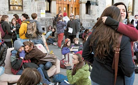 Le cégep Saint-Laurent, à Montréal, n'a pas pu ouvrir ses portes, car des manifestants mécontents ont bloqué ses accès.