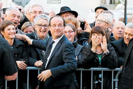 <div> Le candidat socialiste Fran&ccedil;ois Hollande est all&eacute; &agrave; la rencontre des &eacute;lecteurs &agrave; P&eacute;rigueux.</div>