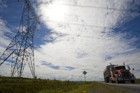 Le projet de ligne de transport électrique nécessitera un déboisement d'une largeur d'au moins 60 mètres sur toute la longueur de la ligne. Les pylônes à installer auront une hauteur maximale de 55 mètres.