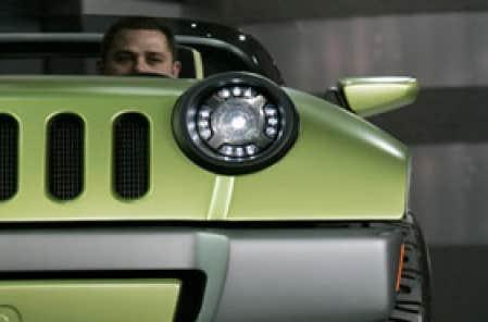 Chrysler a dévoilé hier à la presse la Jeep Renegade électrique qu'elle exposera au Salon de Detroit.