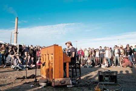 Un concert de Patrick Watson a été présenté dans le cadre du Festival de musique émergente en Abitibi-Témiscamingue 2011, à un jet de pierre de la fonderie Horn, à Rouyn-Noranda.