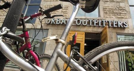 Plusieurs commerces de Montréal souhaitent continuer à utiliser dans leur affichage leur marque de commerce en anglais.