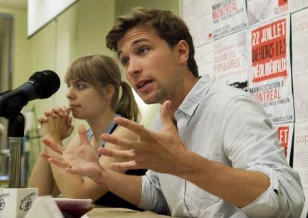 Pour les coporte-parole de la CLASSE, Gabriel Nadeau-Dubois et Jeanne Reynolds, ne pas s'impliquer dans la prochaine campagne électorale serait un mauvais choix .
