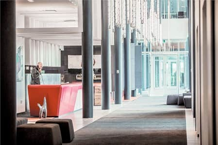 La réception de l'hôtel La Ferme du projet Le Massif de Charlevoix.