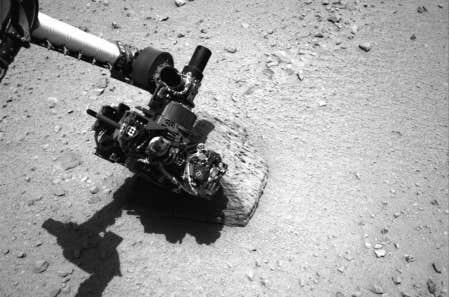 Photo du robot Curiosity datant du 22 septembre. L'appareil a transmis aujourd'hui des images d'un fond rocheux qui laissent croire qu'une rivière au courant élevé a déjà coulé sur Mars.