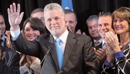 Philippe Couillard a lancé sa campagne en présence de plusieurs députés et ex-députés du Parti libéral.