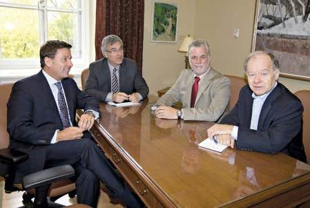 <div> Les candidats au leadership Moreau, Couillard et Bachand en compagnie du chef int&eacute;rimaire du PLQ, Jean-Marc Fournier.</div>