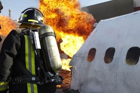 MAYDAY, présenté à Canal D, traite d'accidents d'avion.