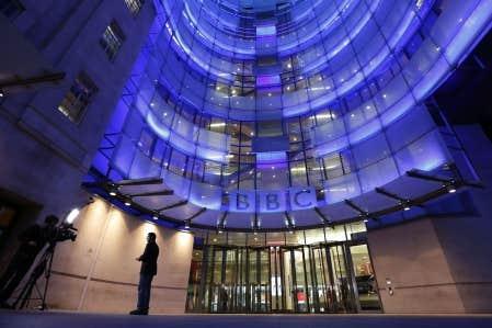 La chaîne publique britannique fait face à une succession de dérives éthiques qui ont provoqué samedi la démission de son directeur général, George Entwistle.
