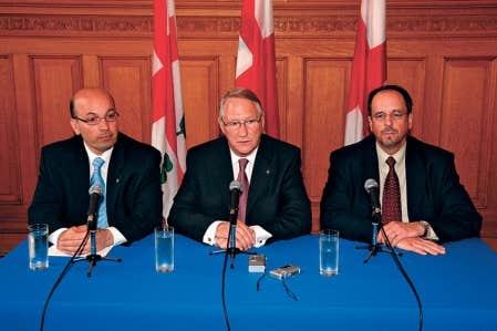 Frank Zampino, Gérald Tremblay et Claude Léger lors de la nomination de ce dernier, en 2006, au poste de directeur général.