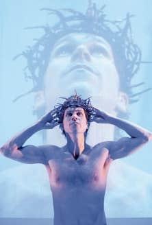 La performance solo de Rick Miller offre en partage un Christ dont on vend l'image depuis des siècles et des siècles.