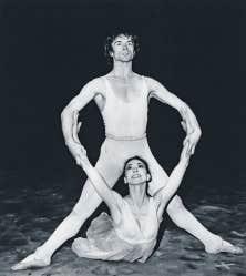 <div> Rudolf Noureev danse au Royal Opera House de Londres, o&ugrave; il forme un couple l&eacute;gendaire avec Margot Fonteyn. Photo prise le 24 mars 1969.</div>
