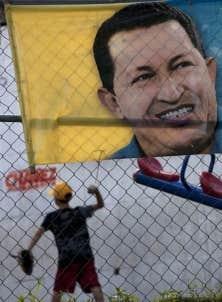 Une affiche représentant le président du VenezuelaHugo Chávez, dans la capitale du pays, Caracas