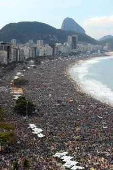Avec les JMJ, les jeunes prennent conscience qu'ils ne sont pas les seuls à croire. Ils étaient des centaines de milliers à assister à la messe de clôture, dimanche, sur la plage de Copacabana.