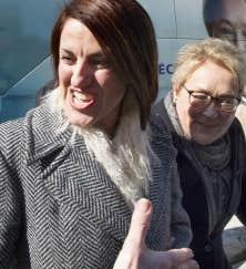 À Laval, la chef péquiste a confirmé que l'auteure et militante anti-islamiste Djemila Benhabib, qui avait été candidate dans Trois-Rivières à la dernière élection, briguerait les suffrages dans la circonscription de Mille-Îles.