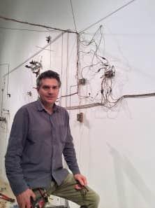Trafiquer des matériaux, expérimenter sons et mouvements et montrer le résultat de ses recherches… L'artiste Jean-Pierre Gauthier n'a jamais arrêté de faire ce qu'il aime.