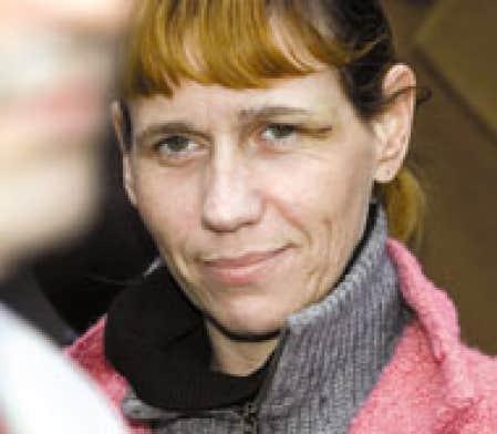 Anne-Marie Péladeau a dû recevoir des soins après avoir été malmenée par des policiers qui l'ont arrêtée après une poursuite en automobile.