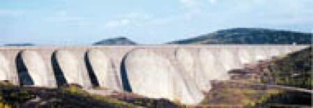 Le barrage Daniel-Johnson, sur la Manicouagan. Un journaliste de la SRC a pu se promener sur cet ouvrage gigantesque sans être importuné.