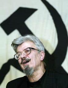 Écrivain et homme politique, leader depuis des années d'un groupuscule extrémiste, le Parti national-bolchevique, Edward Limonov est un provocateur-né.